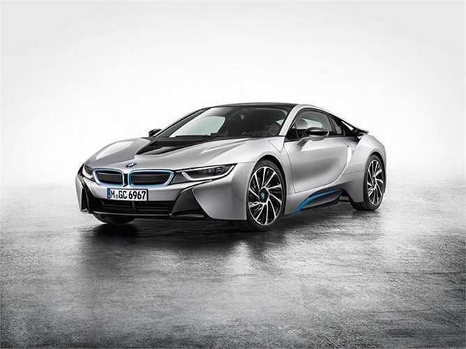 6. BMW i8    BMW i8 là một chiếc xe hoàn toàn khác biệt khi lưu thông trên đường.