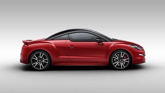 Đường cong mềm mại của RCZ và thiết kế mái đặc biệt khiến chiếc xe có hình dáng đặc biệt cuốn hút.