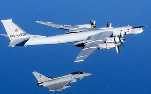 Máy bay ném bom Tu - 95 Nga