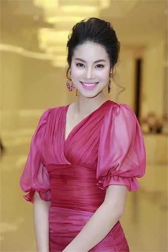 Tối qua (27/3), Á hậu Phạm Hương đã đến dự một sự kiện dành cho những phụ nữ thành đạt tại TP.HCM.