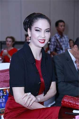 Sự kiện còn có sự góp mặt của người đẹp Thủy Hương.