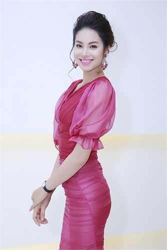 Cùng ngắm thêm vẻ rạng rỡ của Á hậu Phạm Hương: