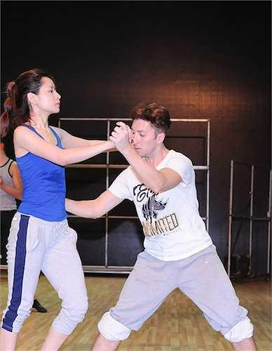Trên nền nhạc Xuân trên bản Mông, trong Liveshow 10 Chi Pu và Georgi sẽ thể hiện tác phẩm nổi tiếng của nhà văn Tô Hoài, Vợ chồng A Phủ qua điệu Rumba cùng Pasodoble.