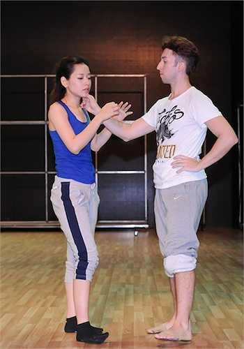 Trong phần thi này, Chi Pu sẽ hóa cô Mỵ trong cuộc hôn nhân tăm tối cùng Thống lí Pá Tra và luôn khao khát tự do.
