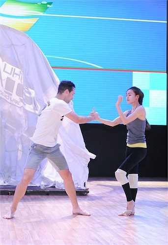 Ninh Dương Lan Ngọc cùng bạn nhảy của mình tiếp tục thử thách bản thân với chuyện tình trong vở tuồng kinh điển Hồ Nguyệt Cô hóa cáo.