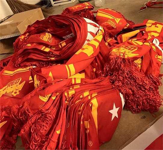 Những 'đồ nghề' được CĐV Việt Nam chuẩn bị kĩ lưỡng trước khi sang Malaysia.