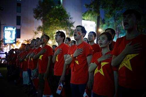 Ở TP.HCM, các CĐV cũng tập trung tại Nhà văn hóa Thanh Niên để cung nhau cổ vũ cho U23 Việt Nam.