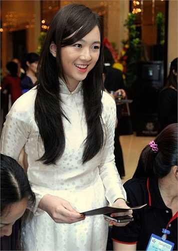 Con gái Giáng Mi tên Anh Sa, năm nay 20 tuổi.