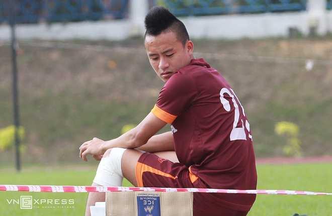 Chấn thương trong trận đấu với U23 Malaysia khiến tiền vệ này phải nghỉ thi đấu vài ngày và gần như chắc chắn lỡ 2 trận tiếp theo của U23 Việt Nam
