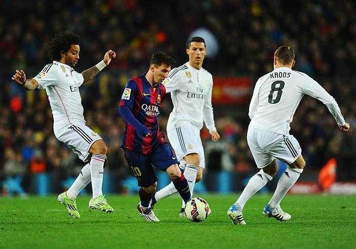 Bước sang năm 2015, Messi đang có phong độ vượt trội so với kình địch Cristiano Ronaldo.