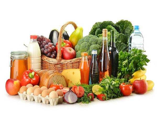 Lượng Vitamin B12 trong thực phẩm suy giảm: Thực phẩm như cá, gan... khi được đưa vào lò vi sóng để nấu chín hay hâm nóng đều bị giảm lượng vitamin B12 đáng kể. Lý do là sức nóng của lò vi sóng đã phá hủy cấu trúc của loại vitamin này. Đây là một trong những ảnh hưởng xấu của lò vi sóng lên thực phẩm.