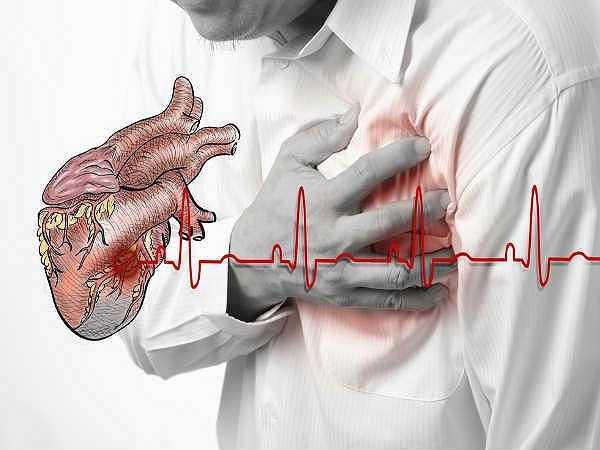 Thay đổi nhịp tim: Nấu ăn bằng lò vi sóng có thực sự an toàn không? Các bức xạ phát ra từ lò vi sóng có thể gây ảnh hưởng trực tiếp đến sức khỏe. Khi bạn thấy hiện tượng bất thường như đau ngực hay nhịp tim không ổn định thì bạn cần phải ngừng sử dụng lò vi sóng ngay lập tức. Đây cũng là một trong những tác động tiêu cực khi dùng lo vi sóng để nấu nướng.