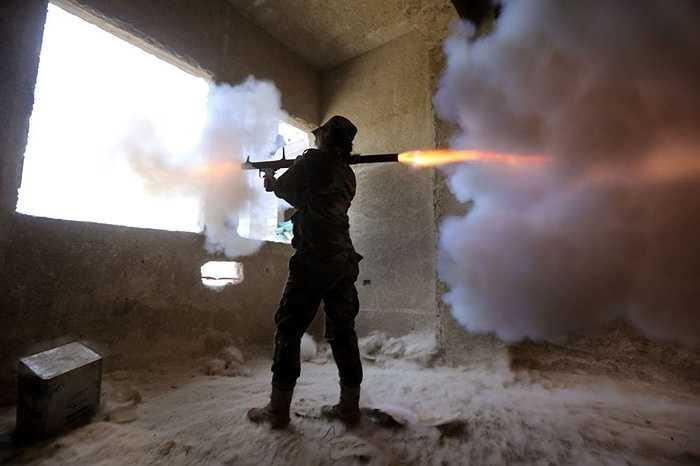 Bắn súng RPG từ nơi trú ẩn