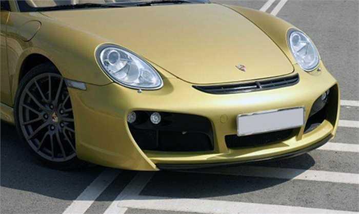 Ở phiên bản tiêu chuẩn, Porsche Boxster S với động cơ đặt giữa với 6 xi-lanh dung tích 3,4 lít công suất 315 mã lực cùng hộp số ly hợp kép PDK 7 cấp có mức giá bán từ 3,8 tỷ đồng tại thị trường Việt Nam.