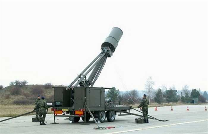 Trong những năm gần đây, hợp tác quân sự giữa Việt Nam và Cộng hòa Séc đang phát triển mạnh mẽ. Điển hình là việc Việt Nam đã đặt mua lượng lớn vũ khí tiên tiến từ Praha như hệ thống radar Vera-E, nâng cấp hàng loạt hệ thống radar P-18, một số vũ khí cá nhân cũng như đàm phán để mua một số máy bay vận tải tầm ngắn L-410. (Trong ảnh: Radar Vera-E)