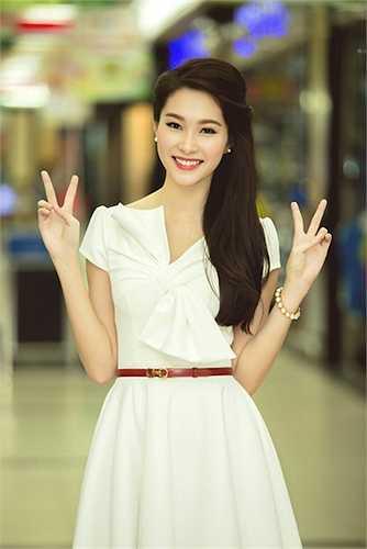 Công chúng yêu quí đặt cho mỹ nhân họ Đặng danh hiệu 'Hoa hậu của các Hoa hậu Việt'.