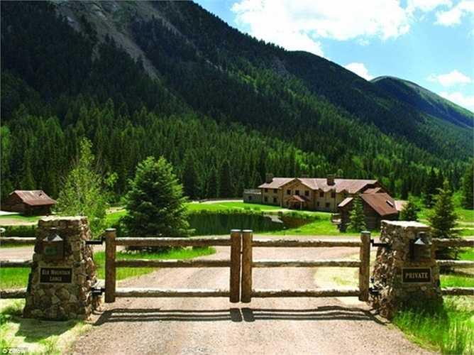 Nằm tại thung lũng Castle Creek, căn biệt thự này hoàn toàn biệt lập với các hoạt động du lịch tại Colorado, Mỹ