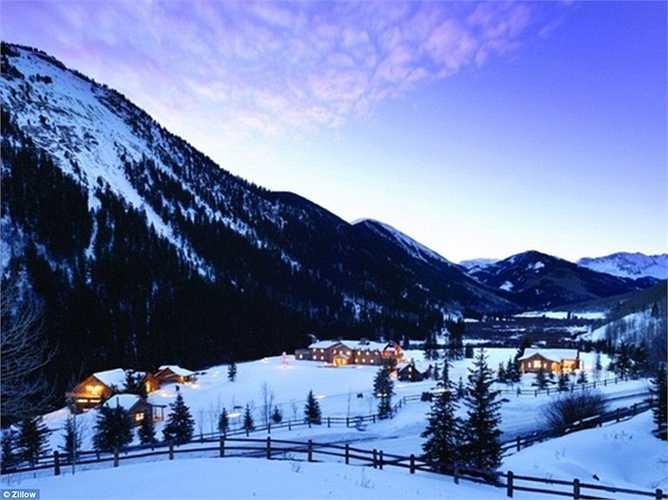 Diện tích của căn biệt thự lên tới hơn 300.000 m2 với nhiều khu vực được thiết kế dành cho nghỉ dưỡng hoàn hảo
