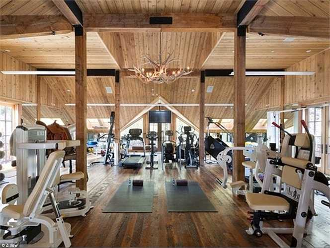 Phòng tập gym vô cùng rộng lớn và hiện đại