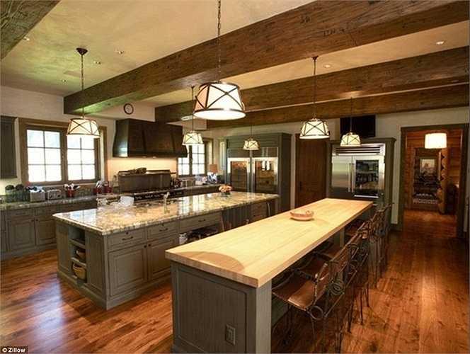 Phòng bếp rộng lớn, rộng rãi và có thiết kế khá giống với các nhà hàng nổi tiếng