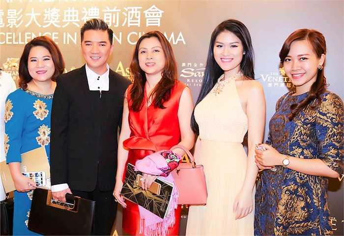 Trong khuôn khổ 'Hội chợ phim Hồng Kông 2015', ê kíp làm phim 'Hiệp sĩ mù' gồm nhà sản xuất Đàm Vĩnh Hưng và diễn viên chính Ngọc Thanh Tâm vinh dự được mời tham gia dự một sự kiện điện ảnh tầm cỡ ở Macau.