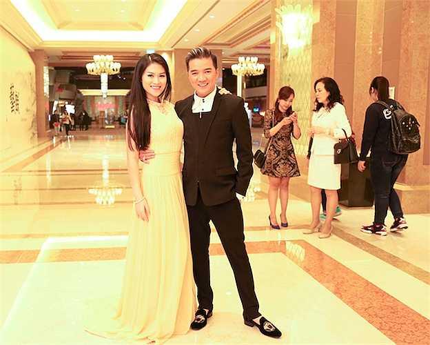Sau chương trình, Đàm Vĩnh Hưng, Ngọc Thanh Tâm đã có dịp gặp gỡ một số đối tác quốc tế để trao đổi về bộ phim 'Hiệp sĩ mù'.