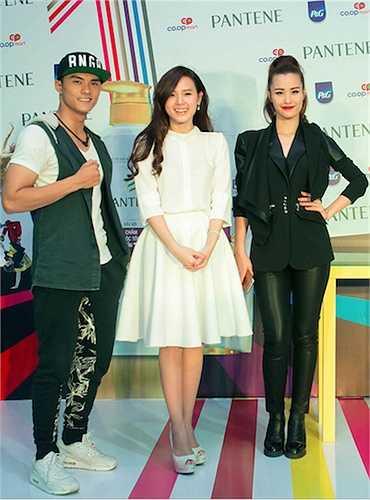 Tối 28/3, Đông Nhi, Midu đã cùng với Lâm Vinh Hải đảm nhận vai trò giám khảo cuộc thi tìm kiếm tài năng, được tổ chức tại TP.HCM.