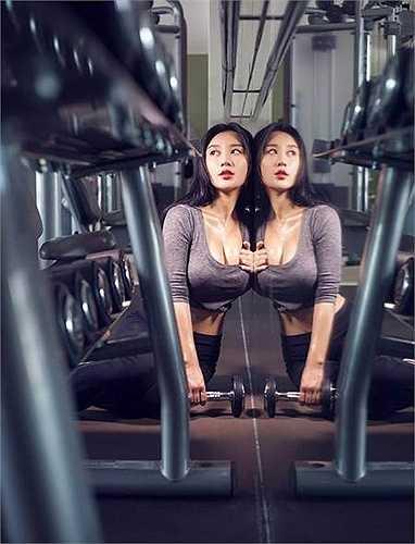 Được mệnh danh là 'hot girl sexy nhất đại học Bắc Kinh', Fan Ling sở hữu một thân hình nóng bỏng, là ước mơ của rất nhiều cô gái.