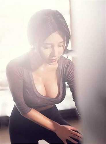 Đến từ tỉnh Thiểm Tây, Trung Quốc, đang theo học khoa Trung văn của đại học Bắc Kinh, Fan Ling được biết đến như một hot girl nổi đình nổi đám thế hệ mới của ngôi trường đại học danh giá với bảng thành tích hoạt động nghệ thuật dày đặc và thu nhập khủng.