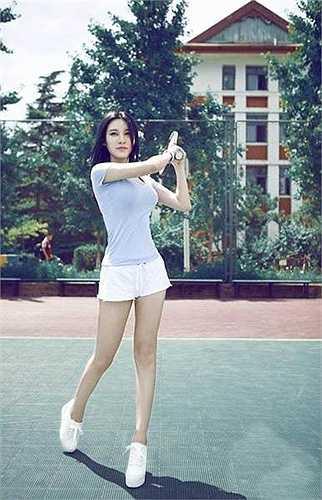 Fan Ling còn được những người hâm mộ lập nhiều fanpage để cập nhật hình ảnh của cô thường xuyên.