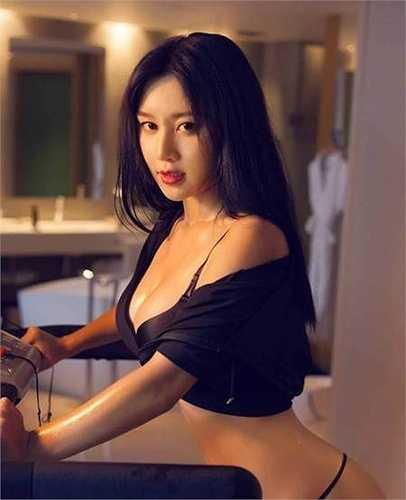 Nhiều người khen ngợi Fan Ling có một thân hình tuyệt mỹ với những đường cong nóng bỏng