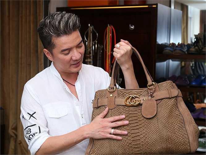 Mr Đàm cũng thường dành thời gian để sắp xếp và vệ sinh túi xách định kỳ để bảo quản các chiếc túi hàng hiệu được lâu bền.