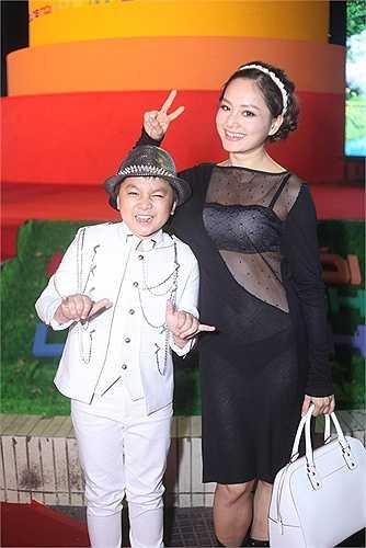 Lan Phương và bé Ben, một diễn viên nhí trong phim.