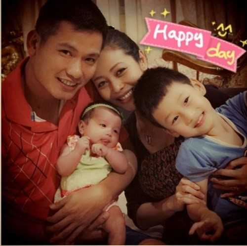 Hình ảnh Đức Hải cõng bé Bảo Nam từng gây xúc động, anh và con trai của vợ hết sức thân thiết với nhau.