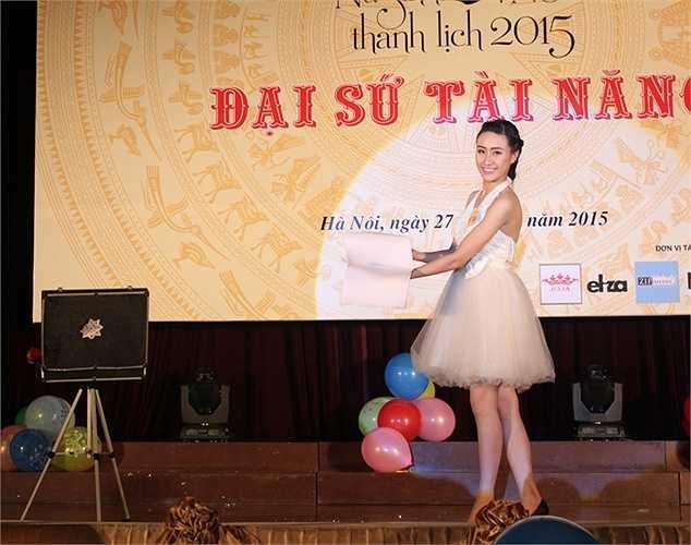 Cuộc thi 'Nữ sinh thanh lịch ĐH Quốc gia Hà Nội' nhằm tạo sân chơi bổ ích và tôn vinh vẻ đẹp của nữ sinh trong trường.