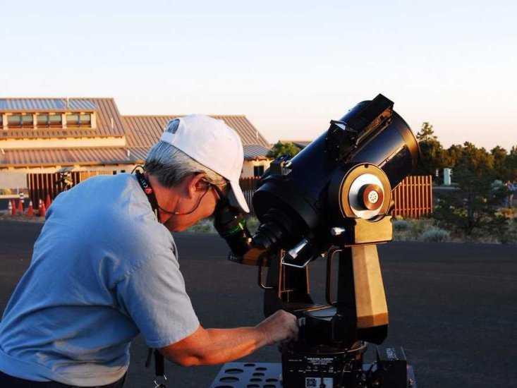 Nhà thiên văn học