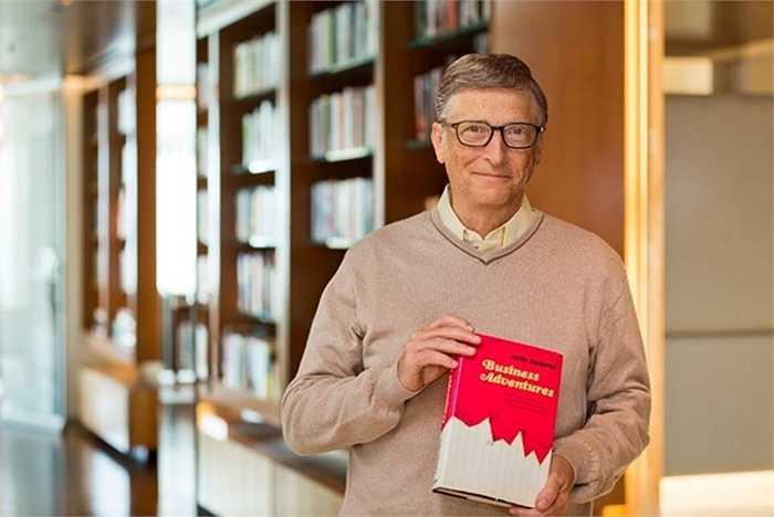 3. Bill Gates: Bạn có thể nghĩ rằng người sáng lập Microsoft sẽ thích đọc các ấn phẩm trực tuyến trên mạng nhưng thay vào đó ông lại thích thu thập những cuốn sách hiếm. Bill Gates đã có lần trả 30,8 triệu USD cho một bản thảo mang tên Codex Leicester, trong đó có tiểu luận của Leonardo da Vinci.