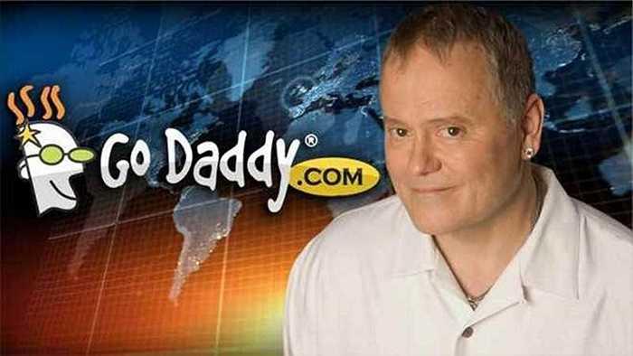 7. Bob Parsons: Người sáng lập Godaddy là một tay thợ săn cuồng nhiệt. Trong năm 2011, một đoạn video ghi lại sự việc CEO Godaddy giết chết một con voi đã khiến ông gặp rất nhiều chỉ trích.
