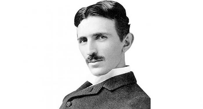 8. Nicola Tesla: Nhà phát minh ra đài radio, robot và dòng điện xoay chiều là một người cuồng chim bồ câu. Ông cho chim bồ câu hoang ăn từ cửa sổ phòng ngủ của mình và khi đã nằm liệt giường, ông vẫn thuê một người để nuôi chúng.