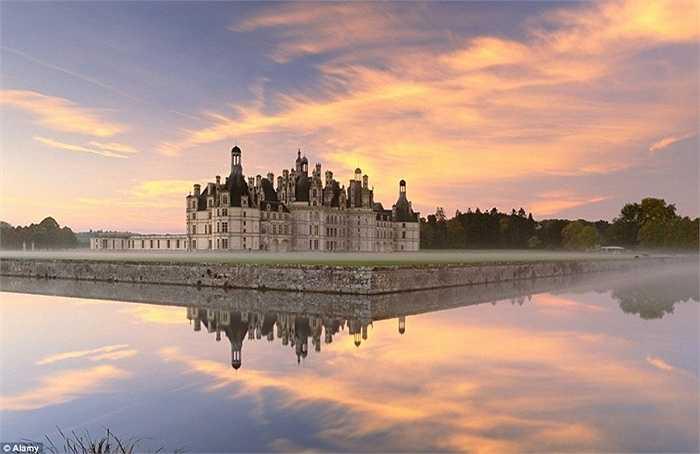 Thung lũng Loire ở Pháp không chỉ tự hào có những loại rượu vang tốt nhất của Pháp mà còn có hơn 300 lâu đài lạ thường nằm bên sông Loire.