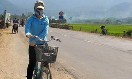 Các nữ sinh lo lắng mỗi khi phải đi qua đoạn đường vắng.
