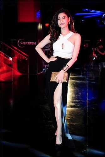 Trương Quỳnh Anh và ekip đang nghiên cứu một số kịch bản phim nhựa, và năm nay hình ảnh Trương Quỳnh Anh thời trang, thanh lịch sẽ xuất hiện trong những bộ phim chiếu rạp.