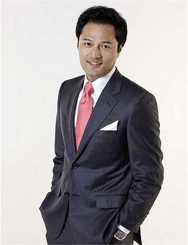 Bố Kim Sung Min là phó chủ tịch tập đoàn điện tử LG nổi tiếng toàn cầu. Tuy xuất thân giàu có nhưng Kim Sung Min hiếm khi nhắc đến gia cảnh trước công chúng. Những thành công của nam diễn viên 43 tuổi đều là do một tay anh gây dựng thay vì nhờ vả, dựa hơi gia đình.