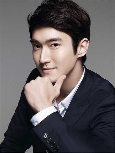 Choi Si Won còn là con trai độc nhất của CEO hãng dược phẩm Boryung Medience tại Hàn. Trước đó, gia đình anh còn sở hữu công ty Slim Fashion. Không chỉ thế, truyền thông còn kháo nhau gia đình Choi có cổ phần trong Hyundai Department Store, chuỗi cửa hàng bán lẻ hàng đầu xứ kim chi.