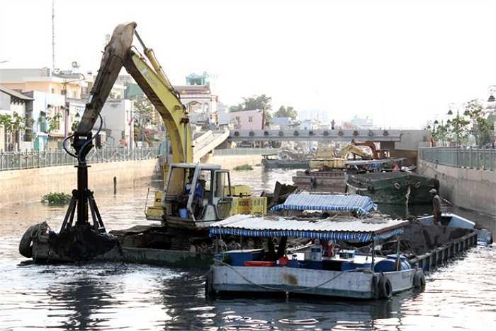 Dự án cải tạo kênh Tân Hóa - Lò Gốm do Ban nâng cấp đô thị TP HCM làm chủ đầu tư với kinh phí gần 5.000 tỷ đồng. Hiện nhiều hạng mục đang được hoàn thành để chuẩn bị cho lễ khánh thành.