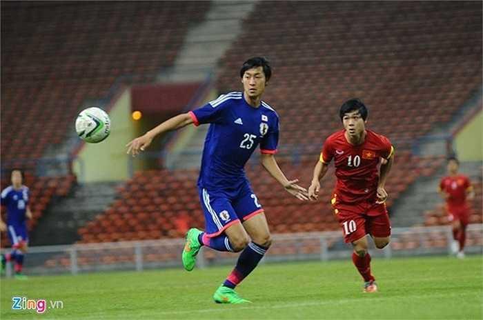 HLV Miura sử dụng lối chơi 5-4-1 trong trận đấu với đội bóng quê hương