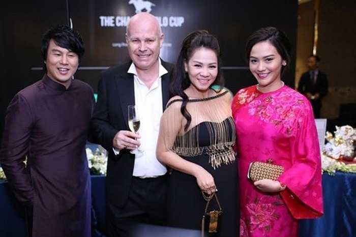 Được biết,Trương Huệ Vân là thế hệ thứ tư của Trương gia tộc tại TP HCM. Bố cô là Trương Chí Trung, một doanh nhân cũng được biết tới khá nhiều trong lĩnh vực bất động sản và có liên quan mật thiết tới tập đoàn Vạn Thịnh Phát.
