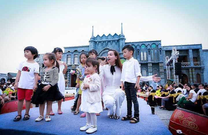 Mới đây, Hà Hồ đã đưa Subeo đi dự sự kiện cùng mình. Subeo còn được mẹ đưa lên sân khấu cùng biểu diễn với các bạn