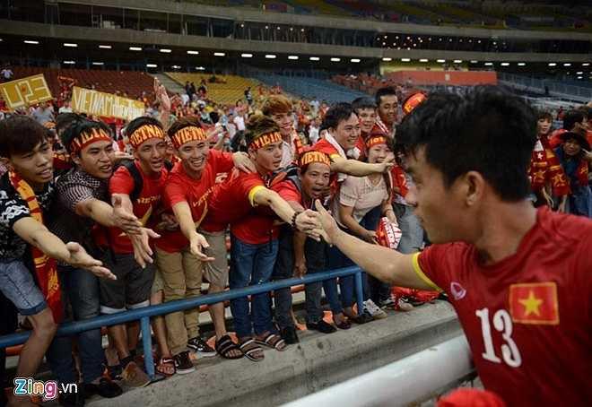 Tiền vệ Huỳnh Tấn Tài có một trận đấu đầy cố gắng. Anh suýt chút nữa có bàn thắng gỡ hòa 1-1 cho U23 Việt Nam ở cuối hiệp 1. (Ảnh: Zing.vn)