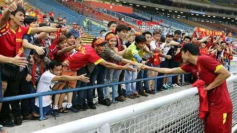 Hùng 'tiu' giờ được gọi bằng biệt danh mới là 'Hùng xà ngang' sau 2 lần sút phạt đưa bóng dội xà ngang khung thành U23 Malaysia ở trận đấu trước. (Ảnh: Bongdaplus)